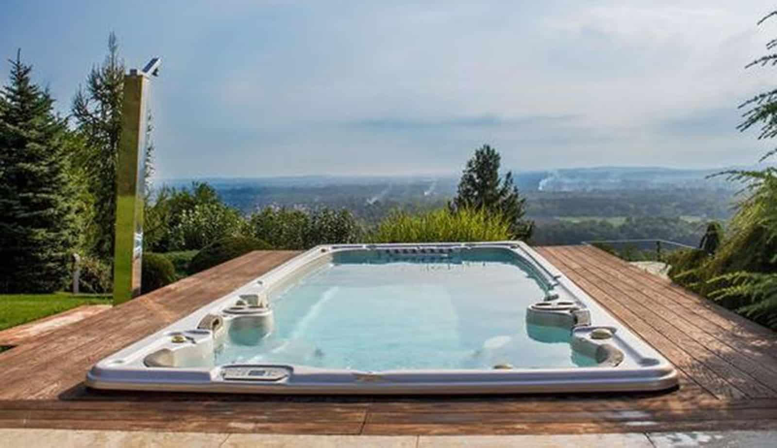 What is the Difference in a Pool and a Swim Spa