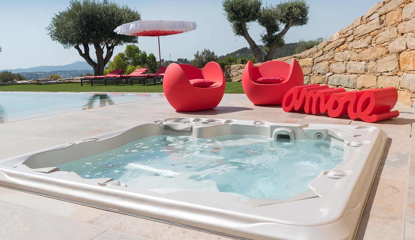 Hot Tubs vs Swimming Pools